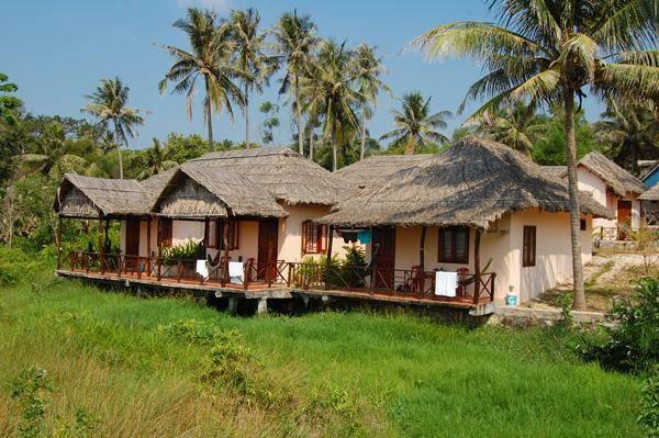 Khu nghỉ dưỡng với các bungalow đơn giản, mộc mạc, gần gũi, tạo cho du khách cảm giác giống như ở đang sống giữa một ngôi làng nhỏ, xinh xắn.