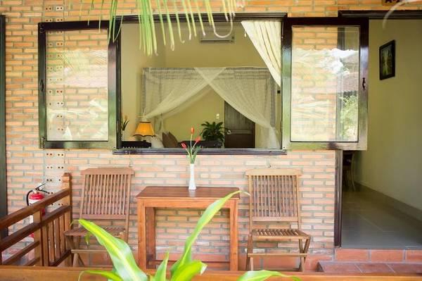 Phòng nghỉ thoáng mát, gần gũi với thiên nhiên tại khu nghỉ dưỡng.