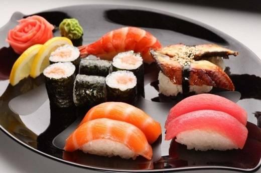 Sushi có rất nhiều loại để thực khách thưởng thức: Nigiri, Makizushi, Inarizushi, Chirashizushi, Oshizushi.
