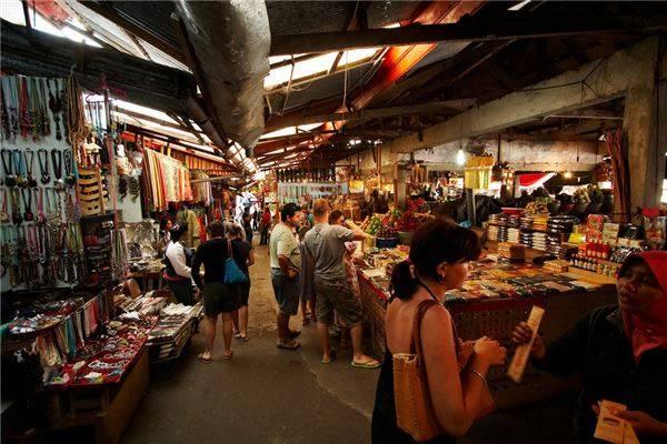 """Bali có rất nhiều khu chợ màu sắc, nơi bạn có thể mua về những món đồ """"không đụng hàng"""" để trang trí cho ngôi nhà của mình."""