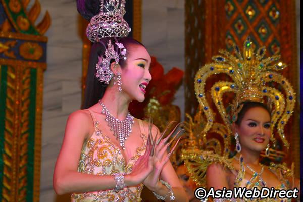 Không phải quá lời khi nói rằng Bangkok là nơi diễn ra những show Katoey nổi tiếng và tuyệt vời nhất trên thế giới.