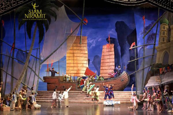Siam Niramit là chương trình trình diễn sân khấu nổi tiếng tái hiện lại lịch sử Thái Lan.