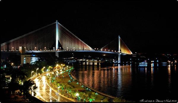 Cầu Bãi Cháy là cây cầu có kết cấu dây văng một mặt phẳng đầu tiên của nước ta.