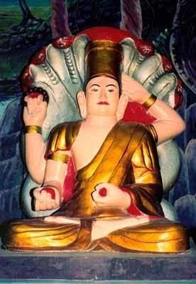 Description: Chùa Linh Sơn còn có tên gọi khác là Chùa Phật Bốn Tay Núi Ba Thê.