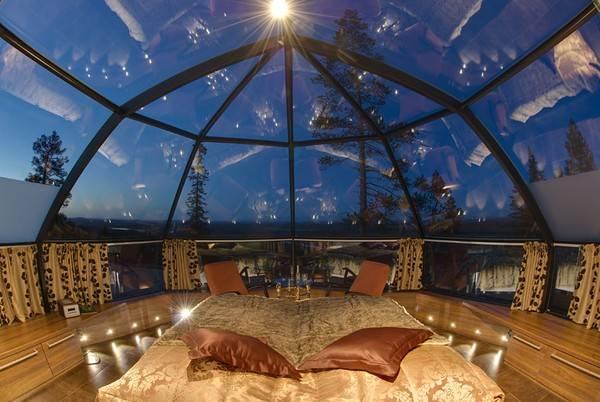 Bạn có thể nằm trên giường với người thân yêu và ngắm nhìn tuyết rơi bên ngoài, ngắm trời sao vào ban đêm trong khoảng thời gian nghỉ dưỡng của bạn.
