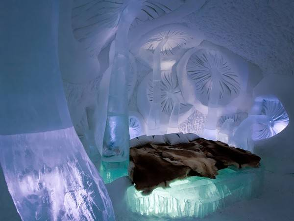 Khách sạn băng ở Jukkasjärvi, Thụy Điển là khách sạn đầu tiên và lớn nhất trên thế giới được xây dựng trong tuyết và băng.