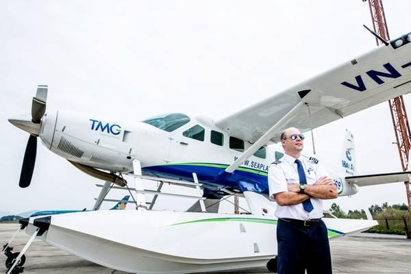 Hàng không Hải Âu sở hữu đội ngũ phi công gồm 12 người, trong đó có 5 cơ trưởng người nước ngoài và 7 cơ phó người Việt Nam.