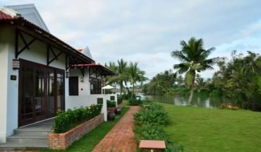 Khu nghỉ dưỡng Bamboo Village Riverside Hội An được xây dựng với phong cách đặc biệt theo lối kiến trúc nhà cổ đặc trưng của phố cổ Hội An. Ảnh: iVIVU.com