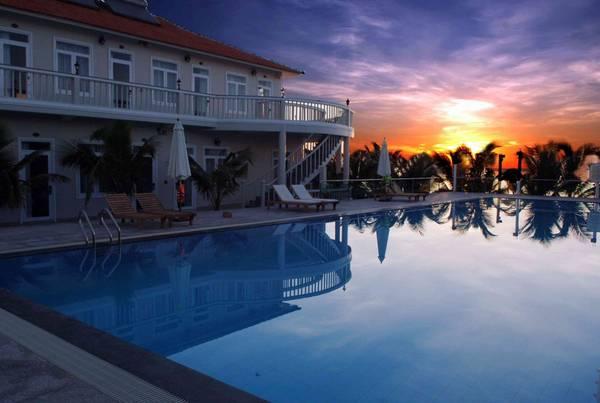 Khung cảnh hoàng hôn lãng mạn tại khu nghỉ dưỡng Saigon Emerald Phan Thiết.