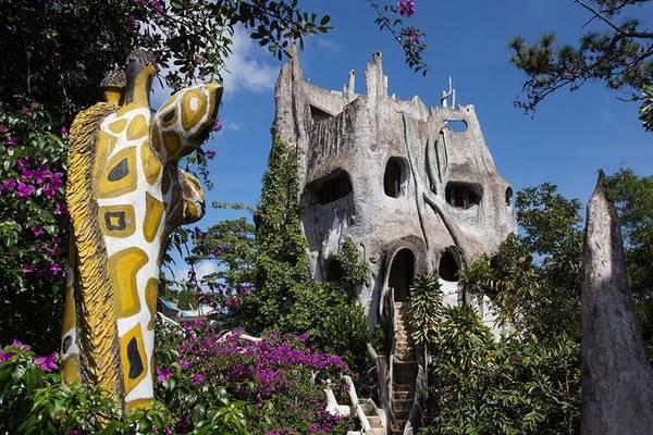 Biệt thự Hằng Nga hay còn được biết đến với cái tên ngôi nhà quái dị là một nhà nghỉ tại Đà Lạt, Việt Nam.