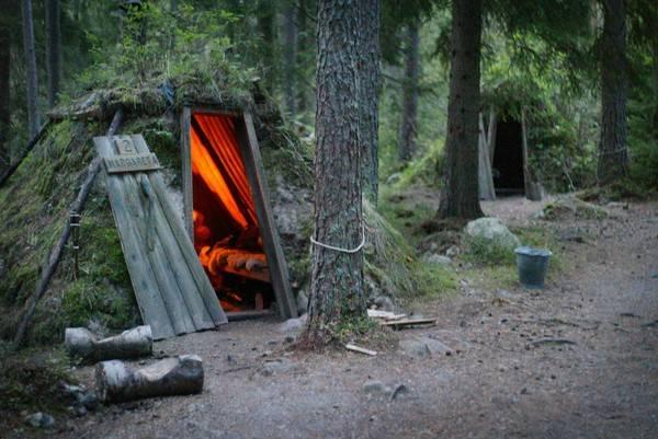Những túp lều tại Kolarbyn Eco đã hạn chế đến mức thấp nhất ảnh hưởng của con người vào môi trường và để họ hòa mình vào thiên nhiên.