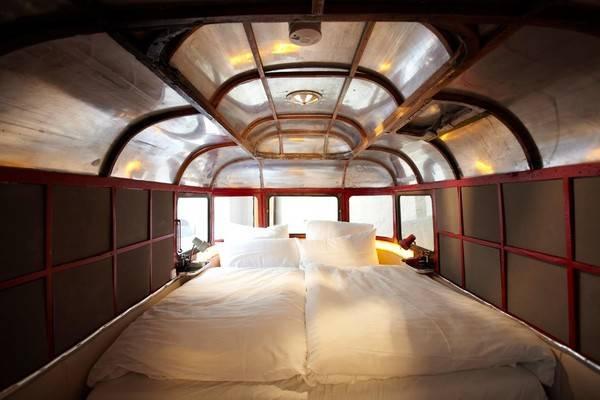 """Khách sạn với chủ đề chính về những xe Caravan cũ được """"phù phép"""" trở thành những phòng ngủ vô cùng đẹp mắt."""
