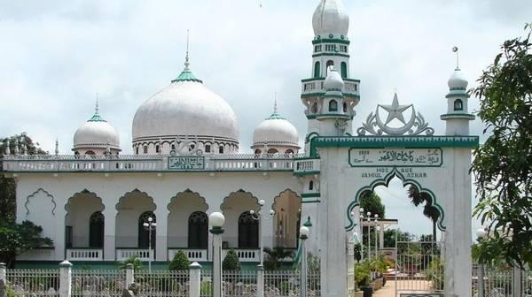 Description: Thánh đường Hồi Giáo có kiến trúc tháp tròn đặc sắc bởi người Chăm ở đây đều theo đạo Hồi