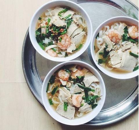 """""""Phở là món ăn đặc trưng của Hà Nội - miền Bắc của Việt Nam, còn đây là một món """"phở"""" của miền Nam""""."""