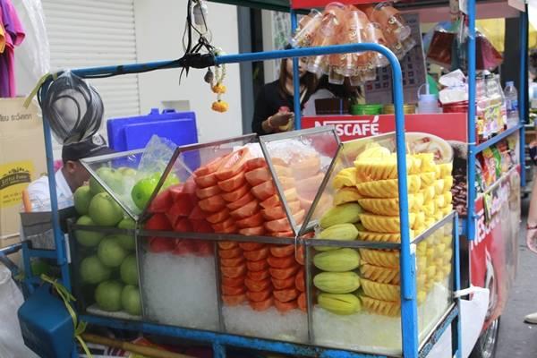 Là một nước có khí hậu nhiệt đới nên trái cây Thái Lan rất phong phú, tươi ngon mà lại rất rẻ.