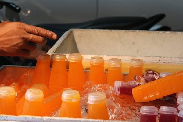 Cam ép nguyên chất cũng là một loại thức uống rất phổ biến ở Bangkok, bạn còn có thể lựa chọn quýt, dứa...