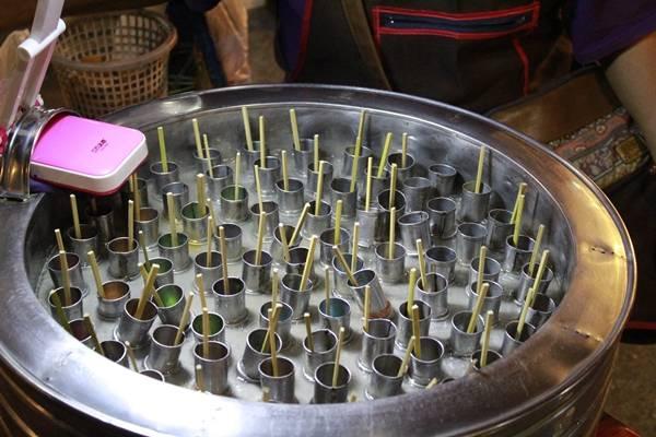 Kem ống Thái Lan có hương vị giống như kem cây của Việt Nam.