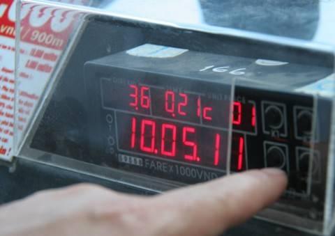 """Với mẹo du lịch nhìn giá và đồng hồ đo km taxi bạn sẽ không lo bị """"chặt chém""""."""