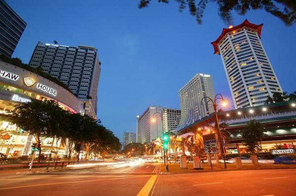 Có rất nhiều trung tâm thương mại tại Orchard Road sẽ làm thỏa mãn nhu cầu mua sắm của du khách.