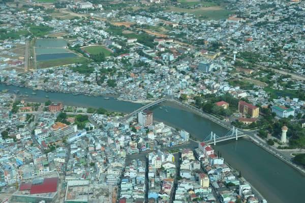 Toàn cảnh thành phố biển Phan Thiết chụp từ thủy phi cơ Hải Âu.