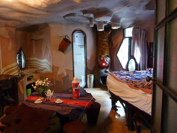 Biệt thự Hằng Nga (Việt Nam) hay Ngôi nhà quái dị (Crazy House) là một nhà nghỉ tại số 3 Huỳnh Thúc Kháng, Đà Lạt