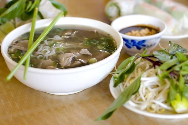 Phở chắc chắn là món ăn nổi tiếng nhất của Việt Nam nhưng nơi đây còn có rất nhiều món bún ngon tuyệt khác
