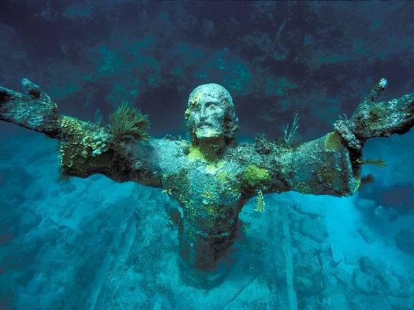 Tượng Chúa Jesus dưới vực thẳm, San Fruttuoso, Ý