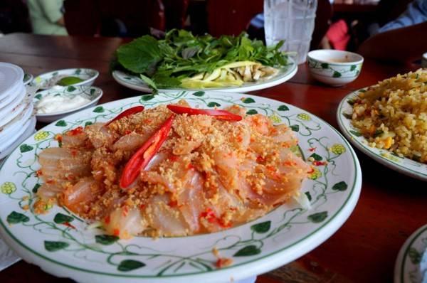 Món gỏi cá Mai đặc sản của vùng biển lớn.
