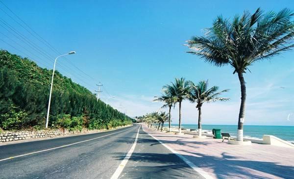 Những con đường ôm sát bờ biển đẹp vô cùng.