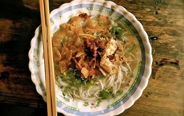 Du khách có thể dễ dàng thưởng thức món mì Shan ở bất cứ đâu trong chuyến du lịch Myammar.
