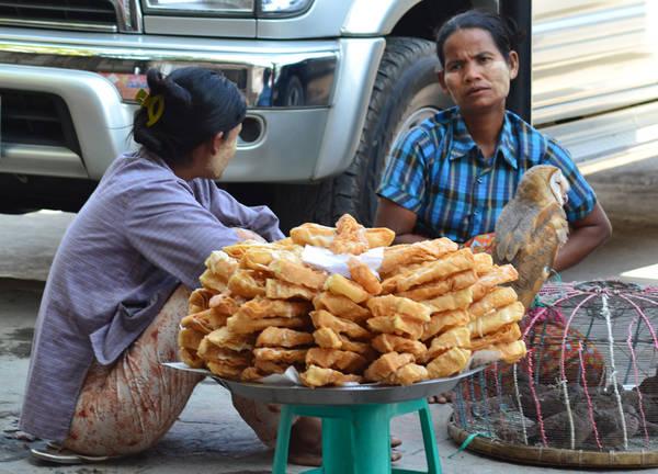 Hầu hết các loại bánh ở Myanmar được làm từ bột gạo hoặc bột nếp.