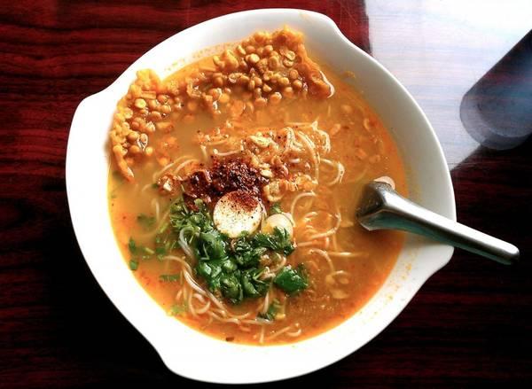 Mohinga thường được xem là món ăn truyền thống đặc trưng của Myanmar.