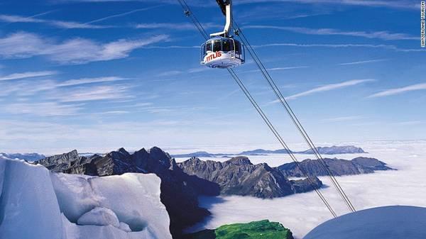 Núi Titlis là đỉnh cao nhất ở miền trung Thụy Sĩ. Titlis Rotair là xe cáp treo xoay vòng đầu tiên và lớn nhất thế giới