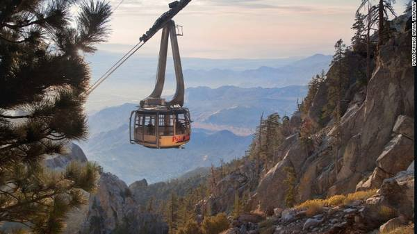 Tuyến cáp treo xoay lớn nhất thế giới này được thiết kế riêng cho vách đá Chino Canyon
