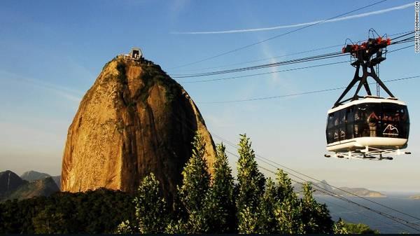 Từ khi được đưa vào sử dụng từ năm 1912, công trình cáp treo Bondinho nối liền đỉnh núi Sugarloaf nổi tiếng và một ngọn đồi bên cạnh đã trở thành một trong những địa điểm du lịch hàng đầu của Brazil.