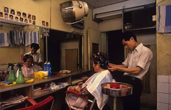 Vợ chồng Ho Chi Kam mở một tiệm làm tóc cho đến năm 1991