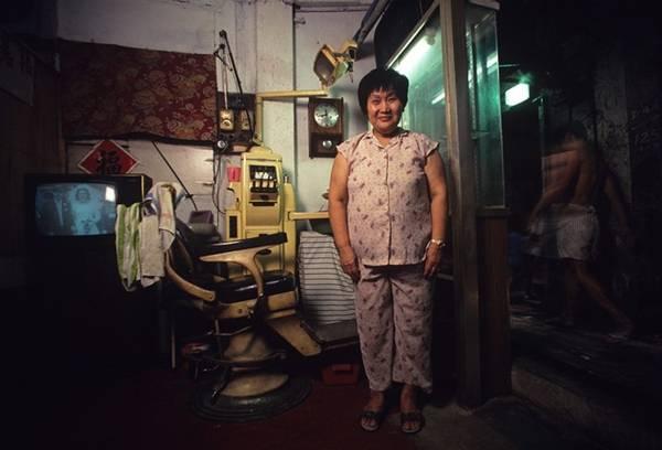 Do luật pháp không được áp dụng ở Kowloon, nên mở một mối kinh doanh làm ăn rất dễ dàng.