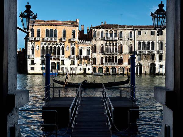 Du lịch khám phá các con kênh đào bằng thuyền Gondola