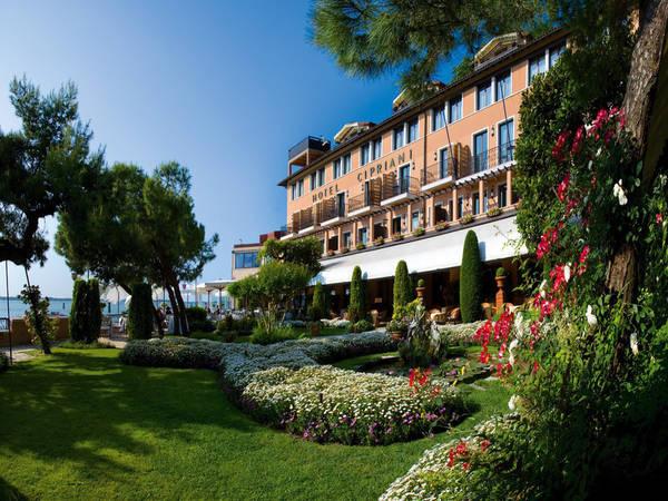 Trong ảnh là Khách sạn Belmond Cipriani với tầm nhìn đẹp tuyệt vời.