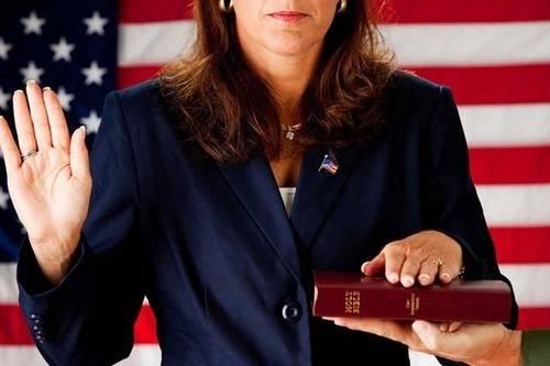 Theo luật của 7 bang tại Mỹ, những người không theo đạo không được phép làm việc ở các cơ quan hành chính.