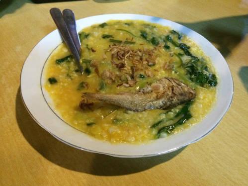 Món cháo gà đặc là thức ăn bổ dưỡng của quần đảo nhiệt đới.