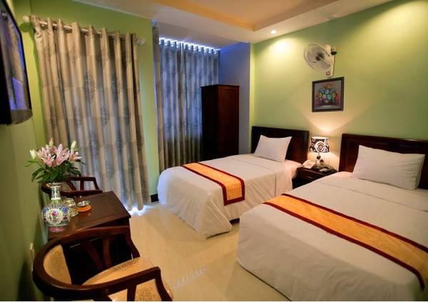 Phòng nghỉ ấm cúng tại khách sạn.