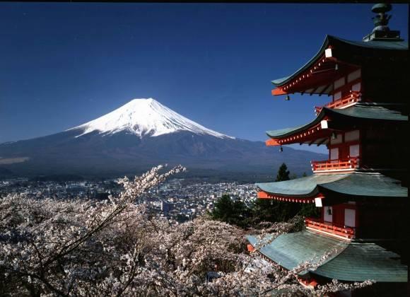 Tuy Nhật Bản chỉ đón năm mới theo lịch phương Tây nhưng những thành phố tại Nhật vào dịp Tết Nguyên Đán (tính theo Âm lịch Việt Nam) vẫn có sức hút kì lạ.