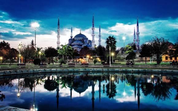 Thổ Nhĩ Kỳ là quốc gia nằm giữa hai lục địa Á – Âu, không phô trương sự giàu có hiện đại mà mang vẻ đẹp huyền ảo của đế quốc Ottoman xưa.