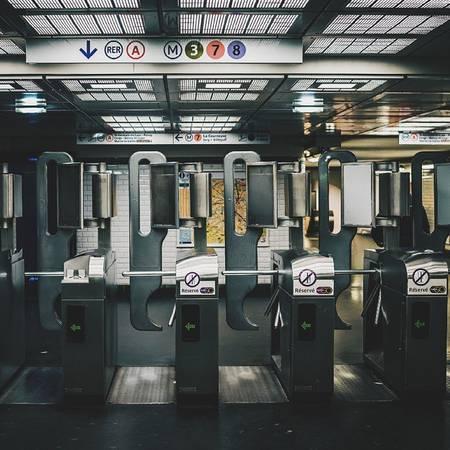 Ga tàu điện ngầm Paris, Pháp.