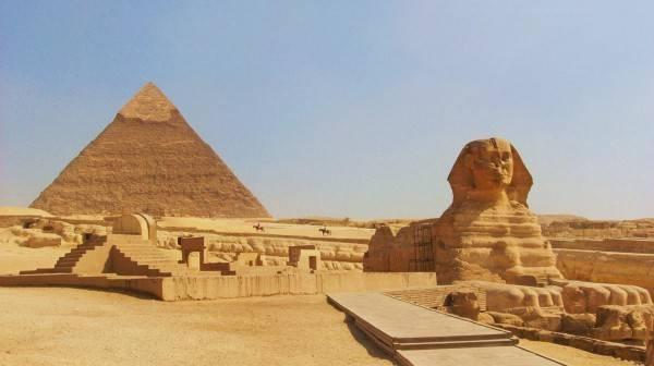 Kim tự tháp Giza và tượng Nhân Sư huyền thoại.