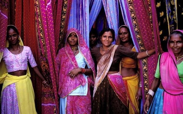Sari không chỉ là một trang phục truyền thống, mà còn là biểu tượng phong cách sống của phụ nữ Ấn Độ.