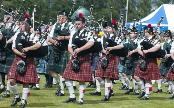 Váy kilt là trang phục truyền thống của nam giới tại Scotland.
