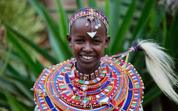 Những chiếc vòng đeo cổ rực rỡ của người Maasai.