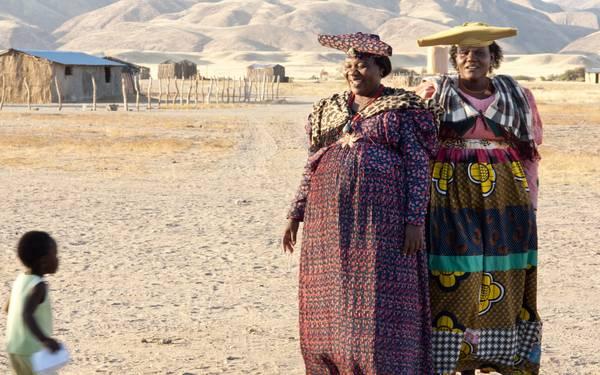 """Với trang phục đẹp mắt của mình, người Herero được xem là bộ tộc có phong cách ăn mặc """"sành điệu"""" nhất châu Phi."""